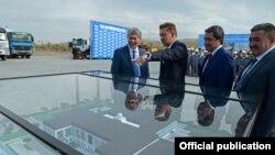 Слева направо - Алмазбек Атамбаев, Алексей Миллер, Болот Абилдаев и Албек Ибраимов.