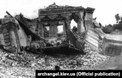 Руїни собору Михайлівського Золотоверхого монастиря після підриву його 14 серпня 1937 року