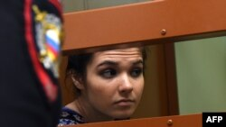 Бывшая студентка МГУ Варвара Караулова (Александра Иванова) в суде по ее делу. Москва, 13 октября 2016 года.