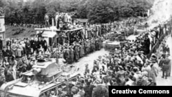 Польские танки въезжают в город Тешин, октябрь 1938 года