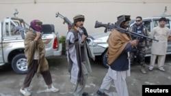 افغان طالبان د سولې له بهیر سره یو ځای کېږي. (پخوانی عکس)