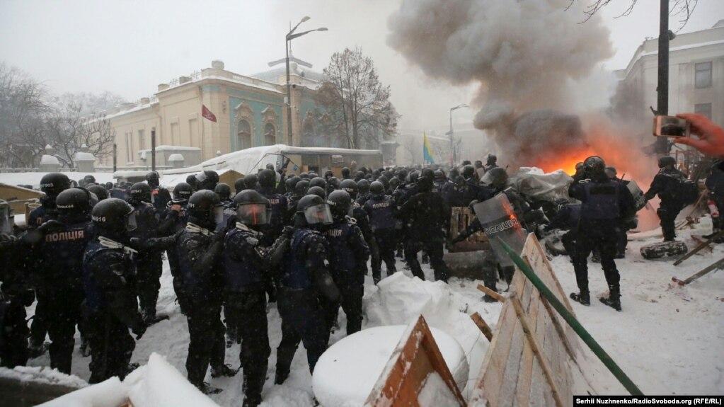 Поліція  під час слідчих дій біля Ради правоохоронці затримали 50 людей 306323b409fe8
