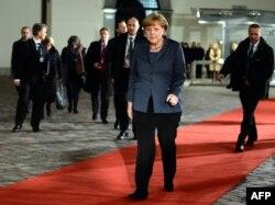 Ангела Меркель отправляется на официальный ужин. Вильнюс, вечер 28 ноября 2013 года