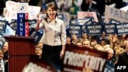 در سومین روز گردهمایی ملی حزب جمهوریخواه سارا پیلین به سخنرانی پرداخت. (عکس از AFP)
