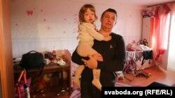 Алесь Макаеў з дачкой Стэфаніяй