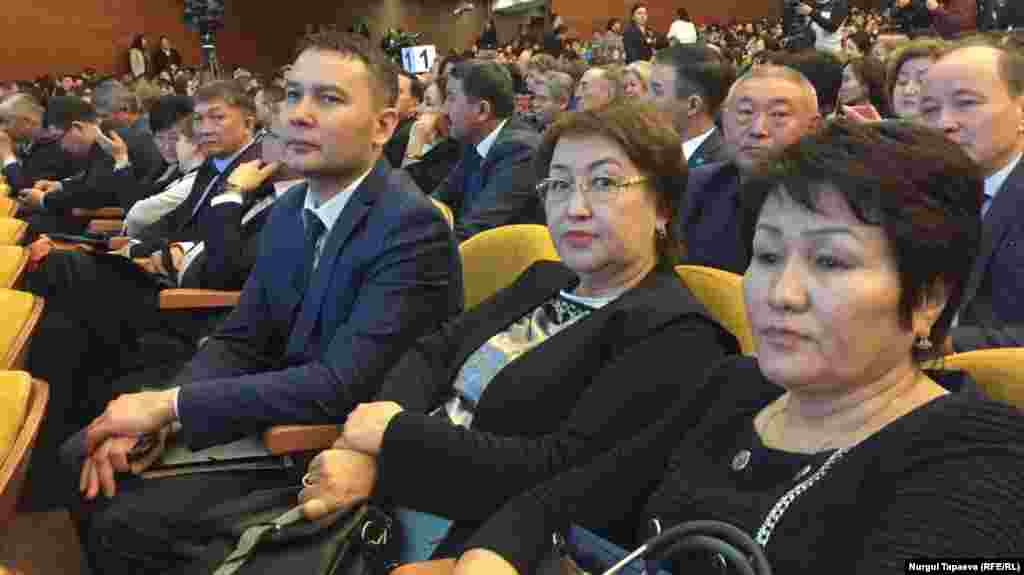 Жители города слушают отчет акима. Алматы, 20 февраля 2019 года.