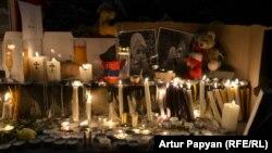 Свічки, запалені вірменами у пам'ять про загиблого 6-місячного хлопчика, Єреван, 19 січня 2015 року