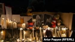 Свечи в память о Сереже Аветисяне. Ереван