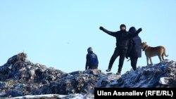 Таштанды талаасында иштеген балдар. Бишкек