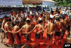 Камбоджа азаматтары адам құқықтары туралы халықаралық декларацияның қабылданғанына 61 жыл толуын тойлап жатыр. Пномпень, 10 желтоқсан 2009 жыл.