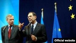 خاویر سولانا، رییس سیاست خارجی اتحادیه اروپا نیز در مذاکرات پاریس حضور دارد.