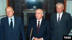 Злева направа: Станіслаў Шушкевіч, Міхаіл Гарбачоў і Барыс Ельцын