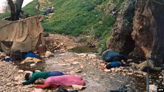 Курды - взрослые и дети - убитые во время химической атаки