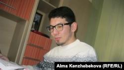 Студент-первокурсник Ринат Менлибаев. Алматы, 15 апреля 2016 года.