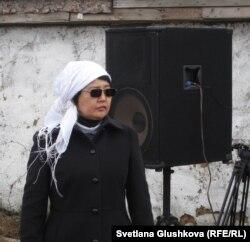 Оппозиционный политик Зауреш Батталова на поминках по случаю 100 дней событий в Жанаозене. Астана, поселок Ондирис. 24 марта 2012 года.