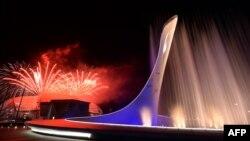 Сочи олимпиадасының жабылу салтанаты кезінде атылған отшашу. Сочи, 23 ақпан 2014 жыл.