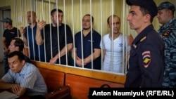 Крымские активисты во время слушаний в Верховном суде по делу «Хизб-ут-Тахрир»