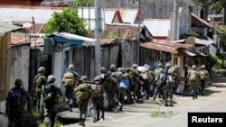 Филиппинские военные.