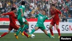 من المباراة الودية بين المنتخبين العراقي والسوري بكرة القدم التي جرت على ملعب الشعب الدولي ببغداد