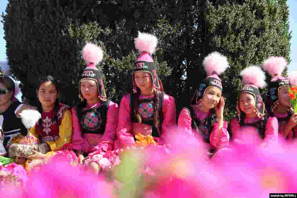 Kyrgyzstan - Independent Day in Bishkek, kyrgyz girls, 31Aug2012