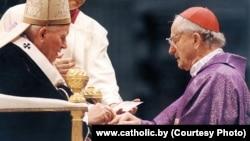 Папа рымскі Ян Павал ІІ і кардынал Казімір Свёнтэк, фота catholic.by
