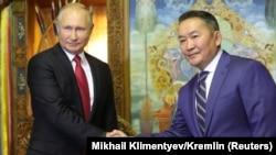 Президент Росії Володимир Путін та його монгольський колега Халтмаагійн Баттулга, Улан-Батор, 3 вересня 2019 року
