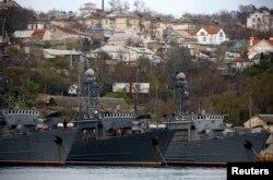 Российские военные корабли в Севастополе
