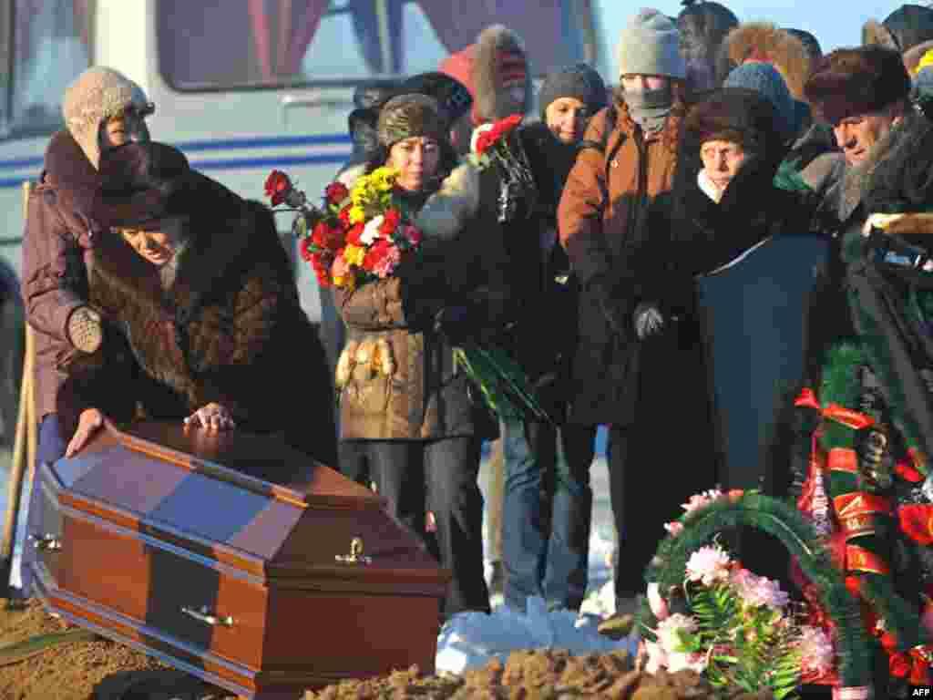 """В Перми прошли похороны погибших при пожаре в ночном клубе """"Хромая лошадь"""""""