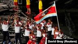 Национальный флаг Свазиленда на спортивных соревнованиях в Австралии.