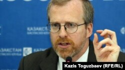 Дэвид Крамер, президент правозащитной организации Freedom House. Алматы, 25 июля 2012 года.