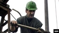 Ekspertlər hesab edirlər ki, ARDNŞ-ın işçilərinin sayı onsuz da lazım olandan çoxdur
