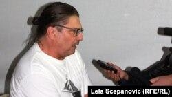 Рамбо Амадеус за време на интервјуто за РСЕ.
