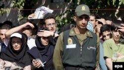 ایران یکی از معدود کشورهای جهان است مجازات اعدام در انظار عمومی انجام می دهد.