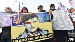 Украина. Протестующие перед посольством России в Киеве требуют освобождения Надежды Савченко. 09.03.2016