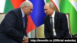 Уладзімір Пуцін і Аляксандар Лукашэнка падчас саміту Шанхайскай арганізацыі супрацоўніцтва ў Душанбэ, 14 чэрвеня 2019