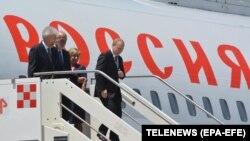Președintele rus Vladimir Putin aterizând la Roma. 4 iulie 2019