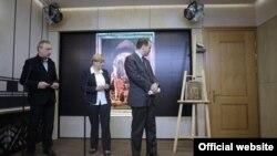 Мить повернення картини Франческо Гварді до Польщі (фото – www.mkidn.gov.pl)