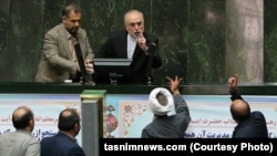 İran parlamentində müzakirələr