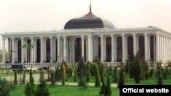 Türkmen parlamentiniň binasy.