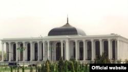 Туркманистон парламенти биносида тез кунларда 125 депутат иш бошлайди
