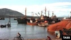 Южно-Курильский порт, остров Кунашир, 1999 г