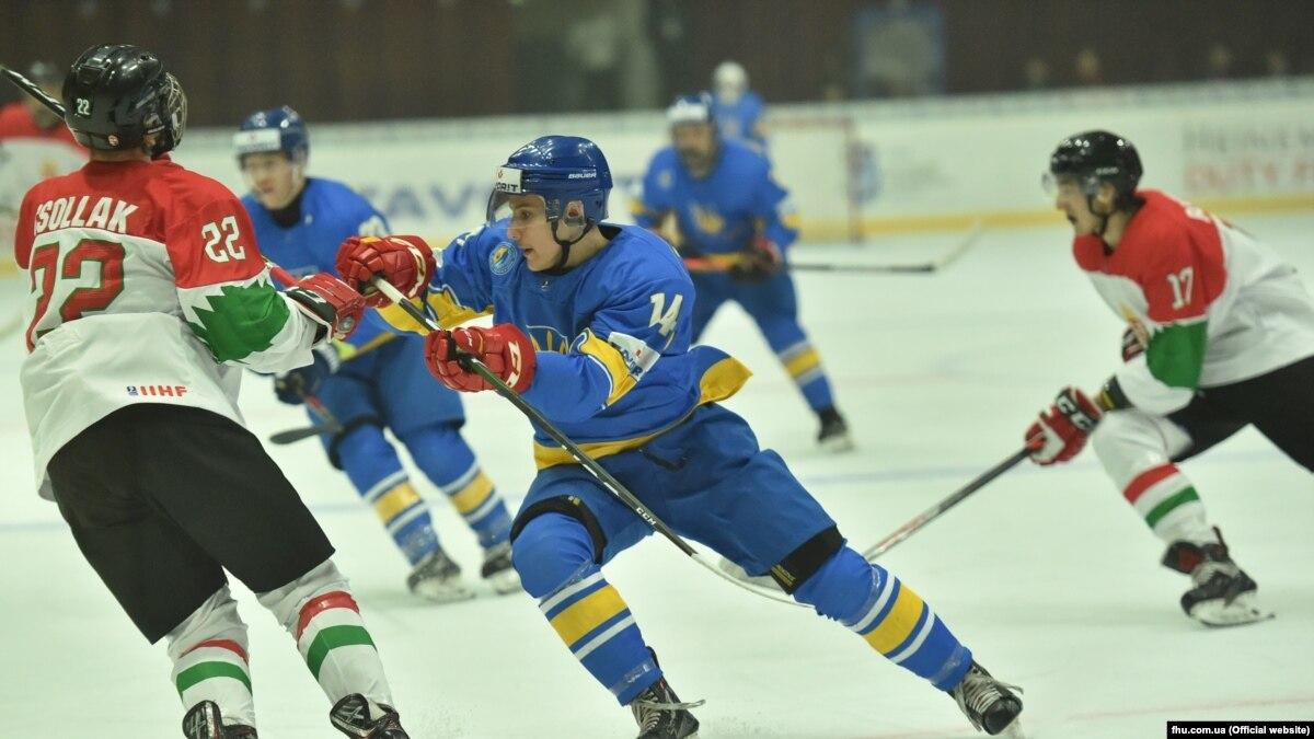 Хоккей: Украина одержала первую победу на чемпионате мира