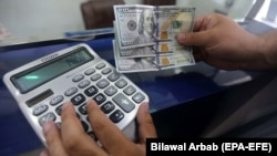 There is a shortage of foreign currency in Turkmenistan. (file photo)