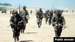 """Солдаты 2-го отдельного батальона """"рейнджеров"""" армии США на Гренаде, 1983 год"""