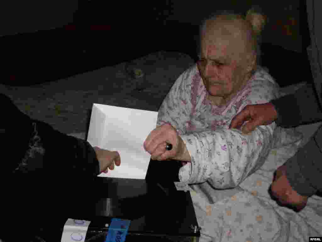 This elderly lady in Tbilisi votes at home.