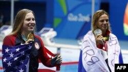 Amerikanja, Lilly King pozon me medalen e saj të artë afër ruses, Yulia Yefimova