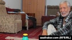 Türkmenistanly graždan aktiwisti Nurberdi Nurmämmedow. Awgust, 2012.