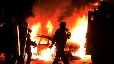 Fergyuzon şəhərində onlarca bina yandırılıb.