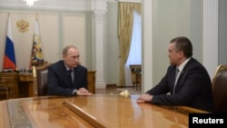 Володимир Путін (л) і Сергій Аксьонов (п) у державній резиденції під Москвою, 14 квітня 2014 року