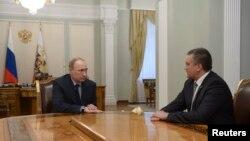 Аксёнов дар ҳузури Путин